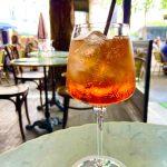 フランス人も大好き!夏にカフェで飲みたいカクテル【アペロールスプリッツ】